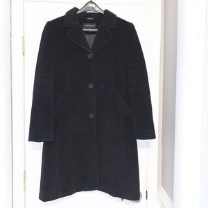 Black button down collared trench coat w/pockets